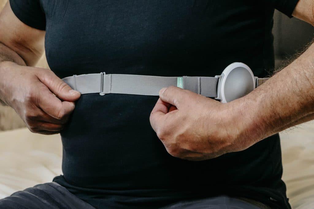Snore-Breaker anti snurk band bevestigen